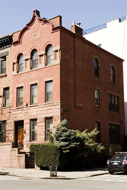 Uws townhouse for sale 121 manhattan avenue townhouse for Manhattan townhouse for sale