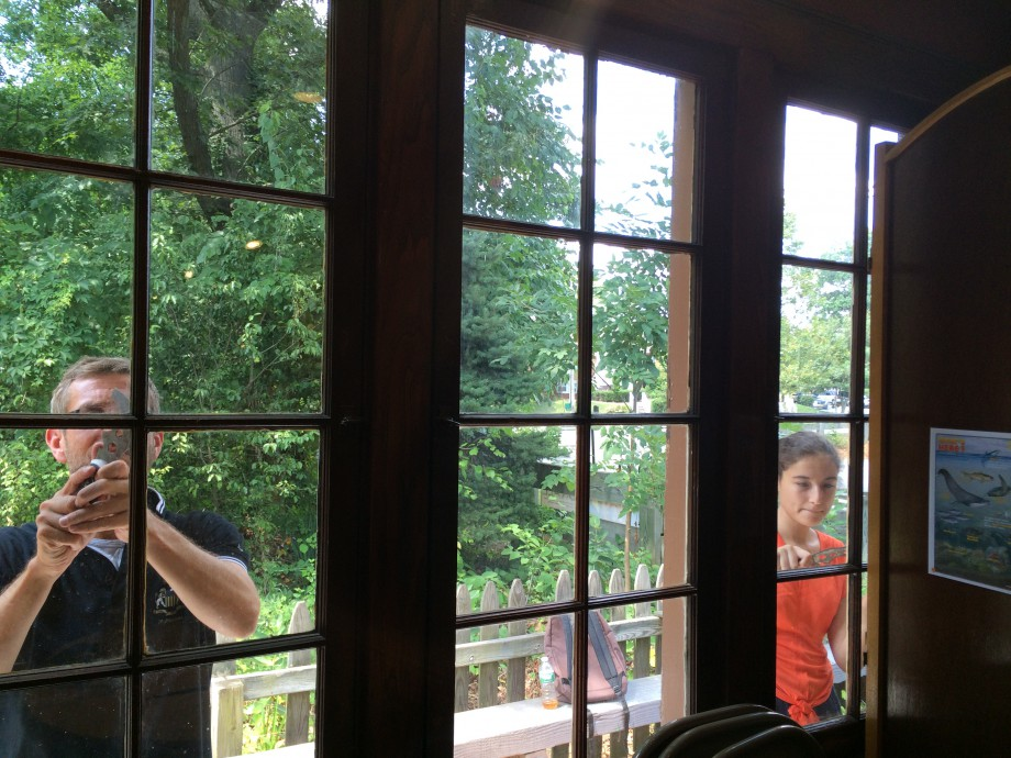 Olivier and Clara scrapping windows