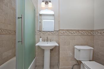 218 East 30th Street Duplex: bathroom