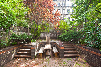 218 East 30th Street Duplex: garden